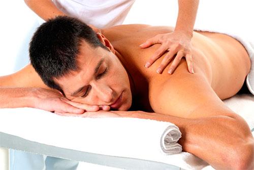 Massagem modeladora para gordura nas costas
